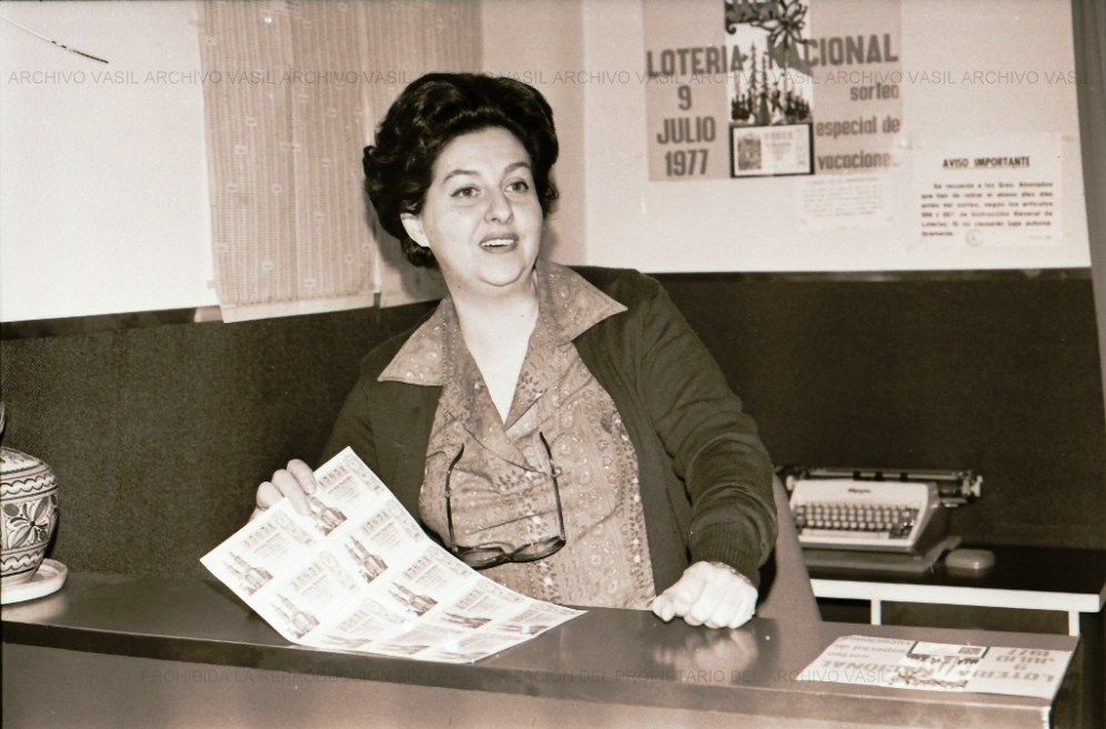 Retrato de Lola Benayas. Lotera.