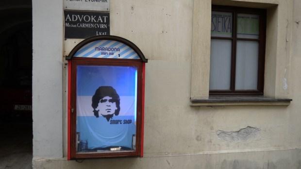 Maradona, ni más ni menos que Maradona en las calles de Zagreb