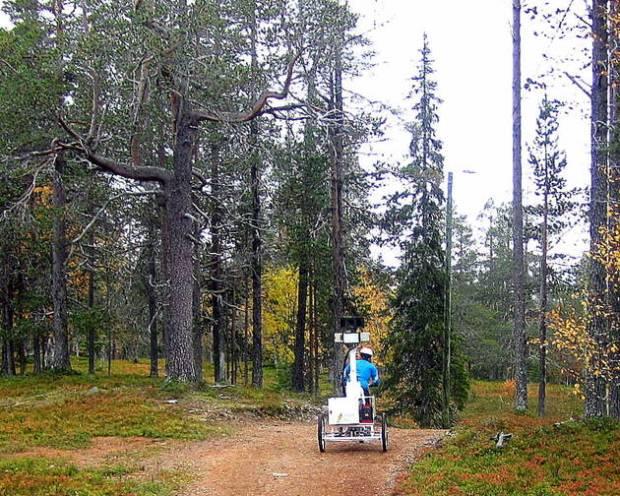 El carro Google Street View en Laponia entre caminos de montaña