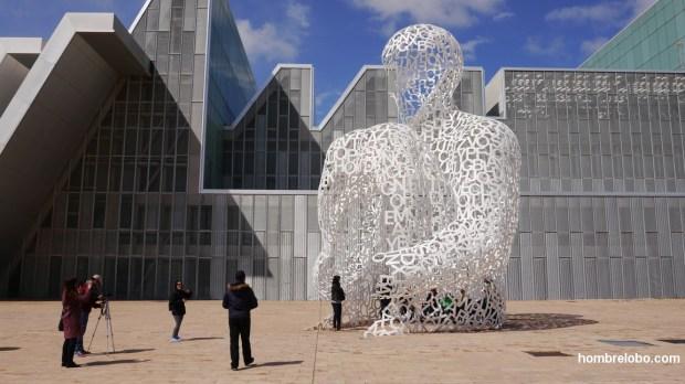 "Entrando a ""Alma del Ebro"", escultura de Jaume Plensa"