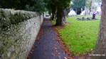 El camino alrededor del cementerio