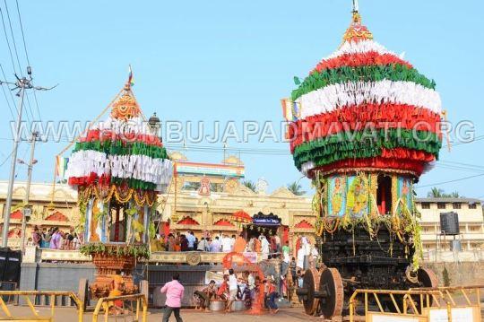 Hombuja-Jain-Math-Okali-01-Annual-Rathayatra