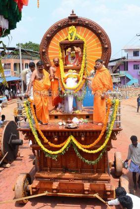 Hombuja-Jain-Math-Okali-10-Annual-Rathayatra