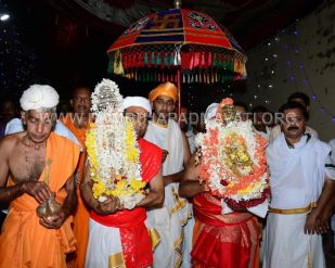 Hombuja-Humcha-Jain-Math-Rathyatra-Evening-0010