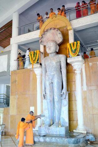 Humcha-Hombuja-Jain-Math-Rathotsava-Day-05-Guddada-Basadi-Parshwanath-Tirthankar-Abhisheka-0008