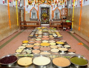 Hombuja-2018-Shravanamasa-Pooja-4th-Friday-07-09-2018-0011