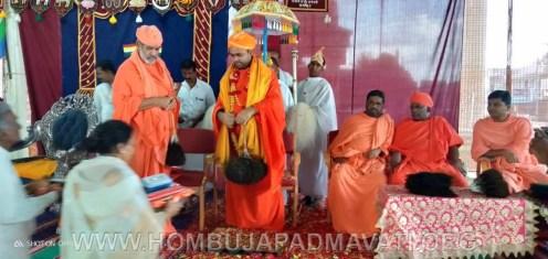 Hombuja-Humcha-Jain-Math-Deevendrakeerthi-Swamiji-Shravanabelagola-Felicitation-Dharmaratnakara-Mahamastakabhisheka-0006
