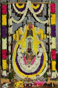 Navaratri-Dasara-Hombuja-Humcha-Jain-Math-2018-Day-01-0014