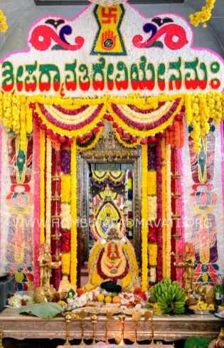 Navaratri-Dasara-Hombuja-Humcha-Jain-Math-2018-Day-03-0004