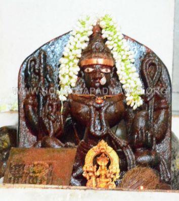Navaratri-Dasara-Hombuja-Humcha-Jain-Math-2018-Day-04-0010