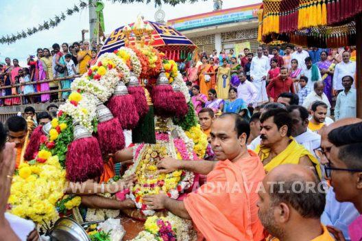 Navaratri-Dasara-Hombuja-Humcha-Jain-Math-2018-Day-10-0014
