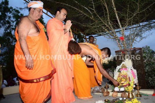Navaratri-Dasara-Hombuja-Humcha-Jain-Math-2018-Day-10-0019