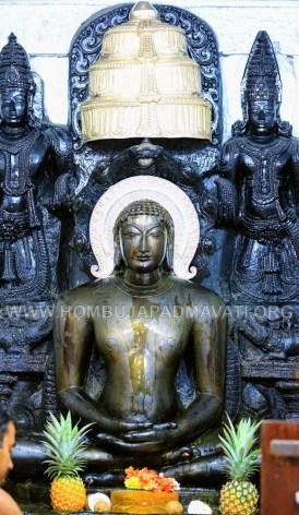 Hombuja-Humcha-Jain-Math-Parshwanath-Padmavati-Laksha-Deepotsava-2018-Day-03-0006C