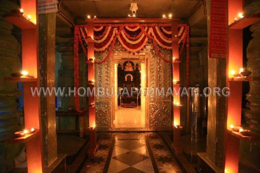 Hombuja-Humcha-Jain-Math-Parshwanath-Padmavati-Laksha-Deepotsava-2018-Day-03-0009