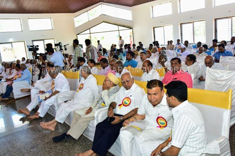 Acharya-Shanthisagar-Maharaj-Diksha-Shatamanotsava-National-Level-Meeting-Humcha-Hombuja-Jain-Math-0011