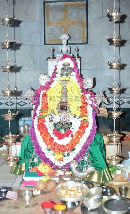 Acharya-Vardhamansagarji-Maharaj-Hombuja-Jain-Temples-Darshan-0003