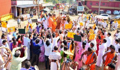 Acharya-Vardhamansagarji-Maharaj-Muni-Sangh-Hombuja-Jain-Math-Mangala-Pravesha-0015
