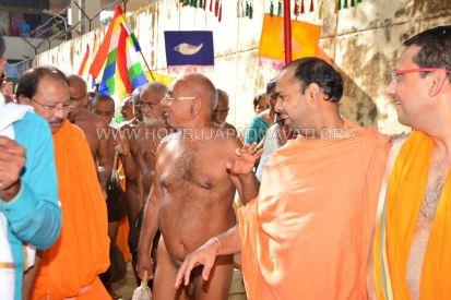 Acharya-Vardhamansagarji-Maharaj-Muni-Sangh-Hombuja-Jain-Math-Mangala-Pravesha-0026