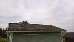 sammale pois katolta ekologisesti kemialisella käsittelyllä. Käsittely ei riko kattoa ja kestää 4 vuotta.