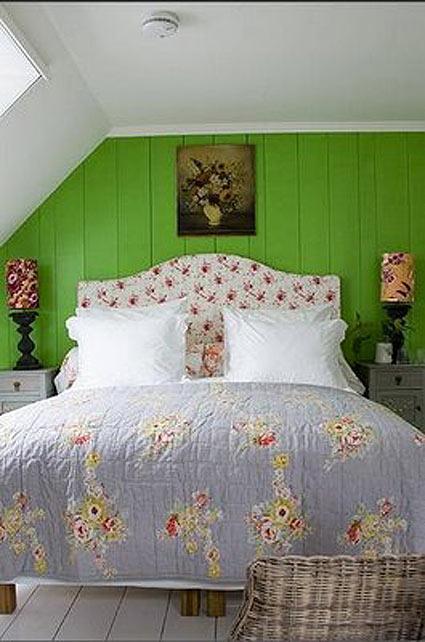 зеленые стены спальня