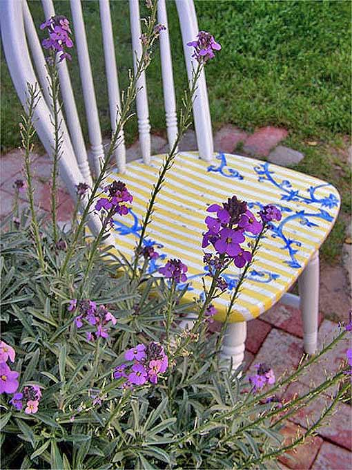 ручной декор стула цветник