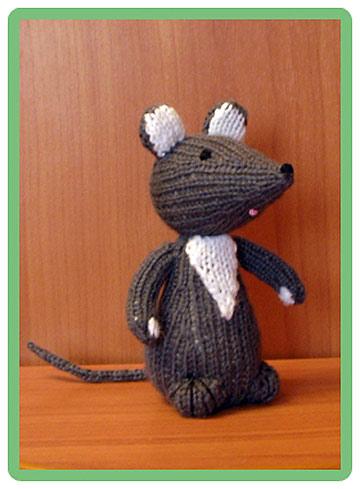 игрушка связанная спицами мышь