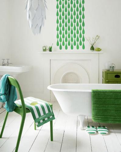 зеленый и белый цвет в интерьере ванной комнаты