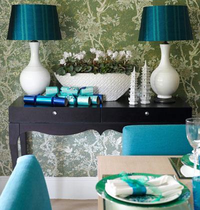 декорирование интерьера праздничного стола в голубом цвете