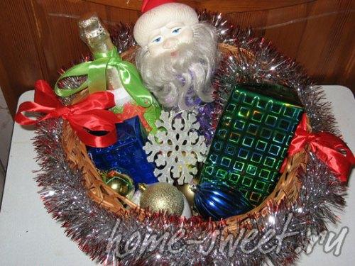 Декорируем плетеную корзину к Новому году