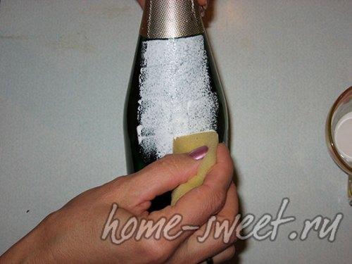 Грунтовка бутылки перед декупажем