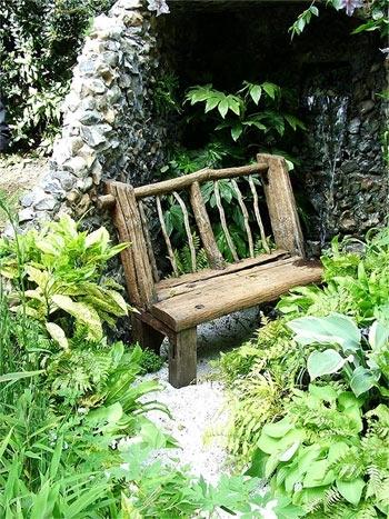 Декоративная скамейка из дерева