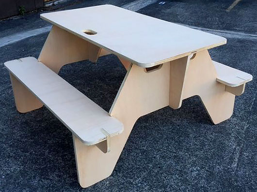 Стол для пикника на природе