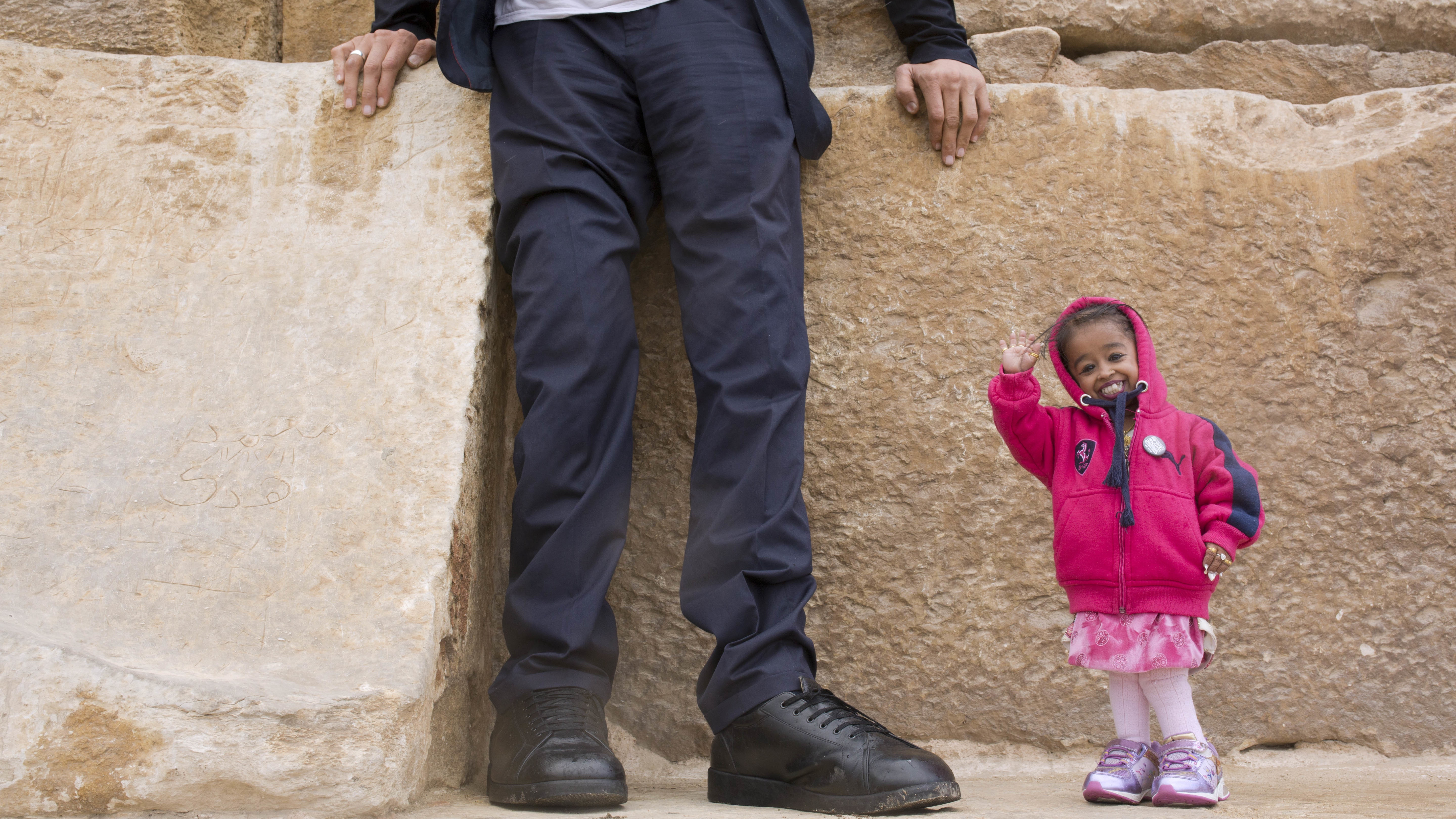 The World S Tallest Man And Shortest Woman Hung Out And It