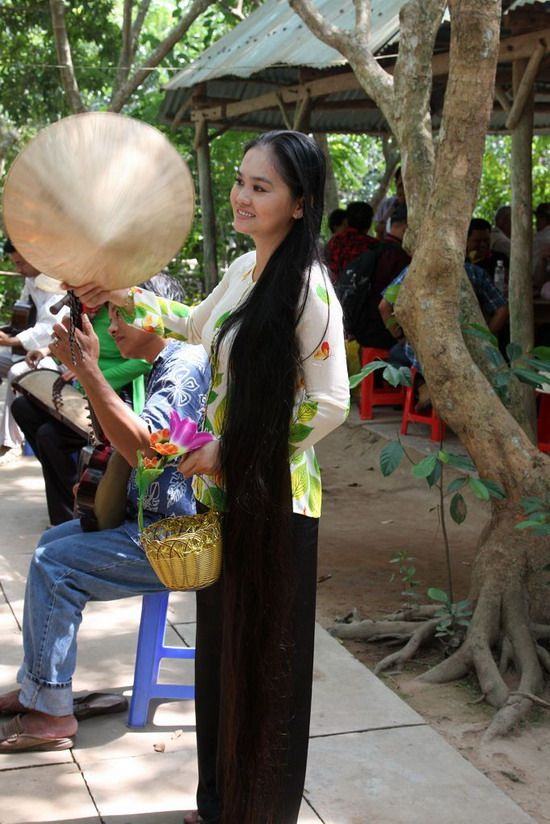 Long Hair Lady From Vietnam Shot By Chinese People 2