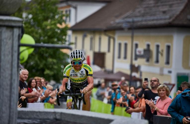 Strasser zum Vierten – Extrem-Radsportler holt vierten Sieg beim RAA