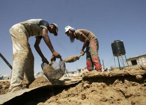 عمال في فلسطين