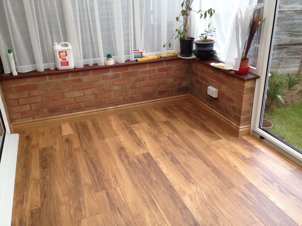 7 Best Laminate Flooring Brands 2020 And Brands To Avoid