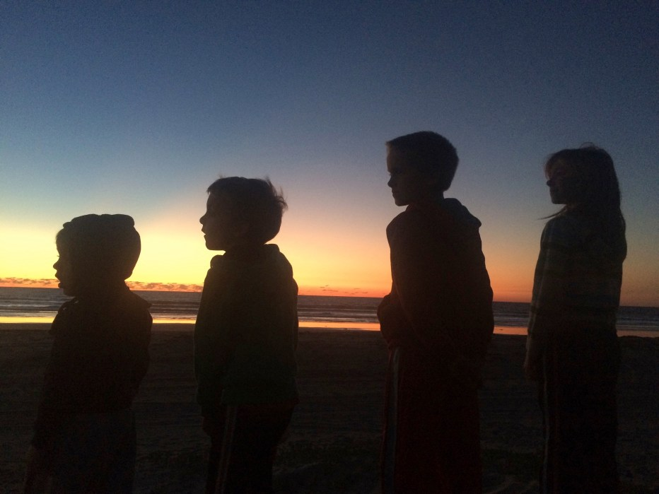 playa de almeja sunset kids faces