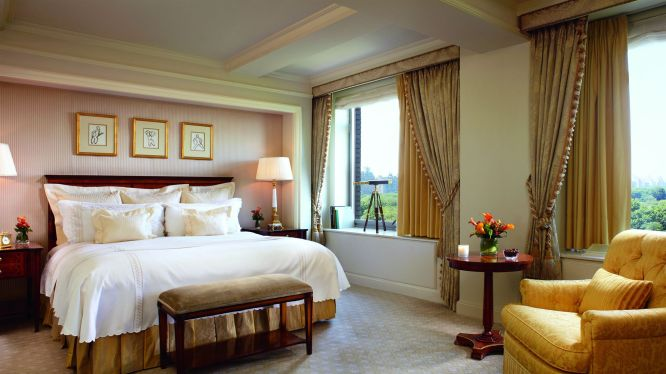 The World's Best 5 Star Hotel Beds Reviews
