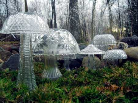 Yard Art – Crystal Mushrooms