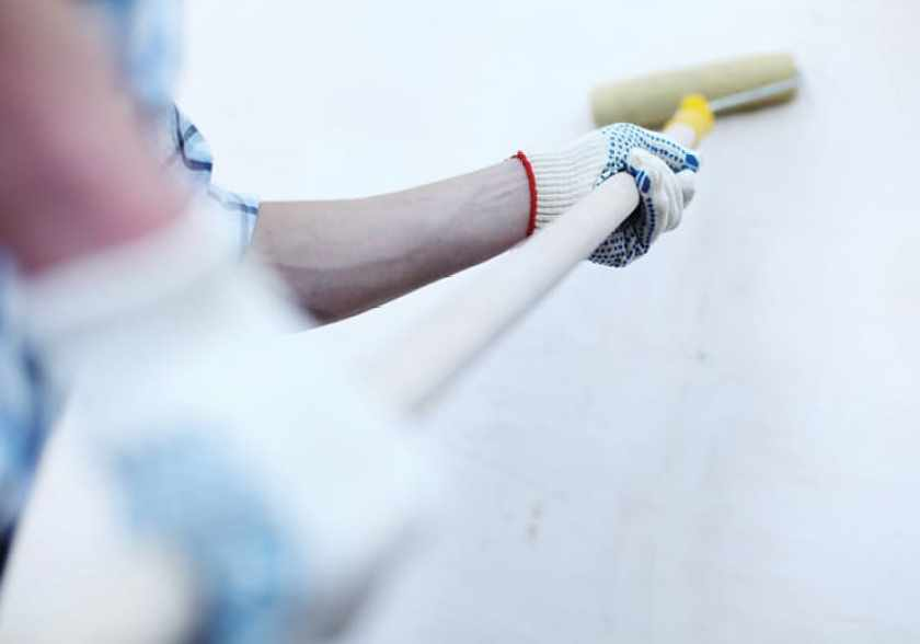 painting a wall with roller and extension pole