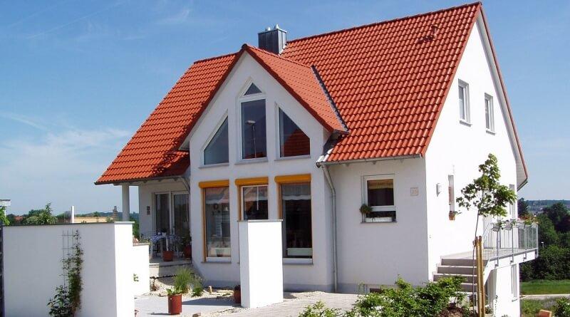 dům se střechou