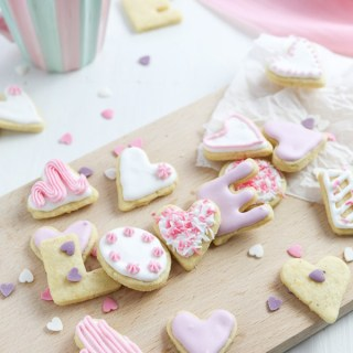 Valentine's Day Cookies, Valentine's Day dessert, cookie recipe, cookie decorating, heart cookies