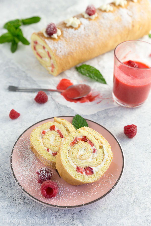 strawberry roll with berry sauce, strawberry roll, strawberry roll recipe, Swiss roll with strawberries recipe, Swiss roll with strawberries, berry Swiss roll, berry Swiss roll recipe, jelly roll recipe, strawberry jelly roll recipe, strawberry jelly roll, strawberry Swiss roll, strawberry Swiss roll recipe, best strawberry roll, best strawberry roll recipe, how to make strawberry roll, how to make Swiss roll, how to make jelly roll