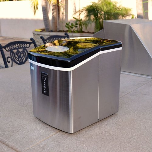 Best portable ice maker - Convenient, compact design is ideal for use in small kitchens & other compact spaces like RVs, boats & more