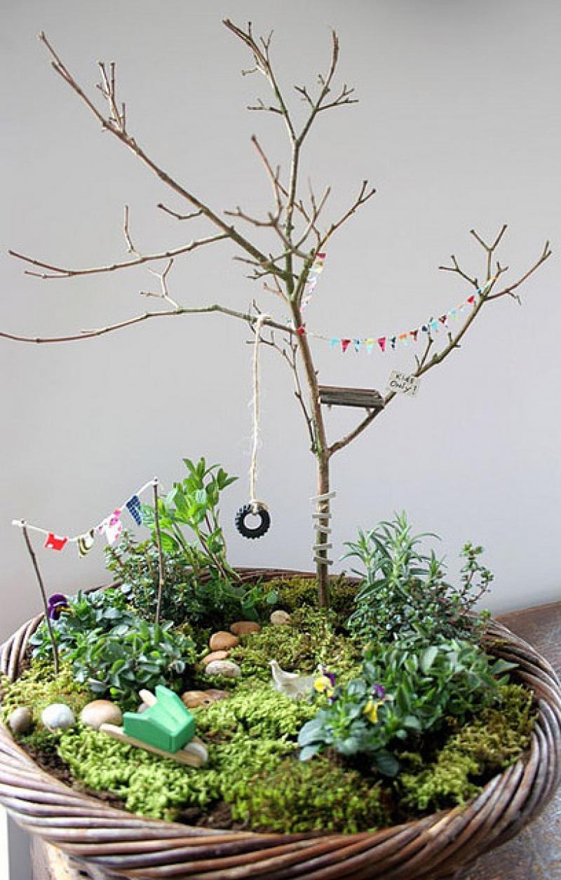 Fairy Garden Ideas: A minimalist tree house miniature garden ideas