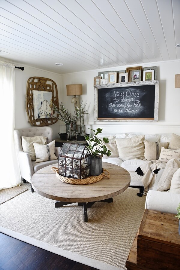 farmhouse room decor 27 rustic farmhouse living room decor ideas for your home homelovr 35 Best Farmhouse Living Room Decor Ideas And Designs For 2019