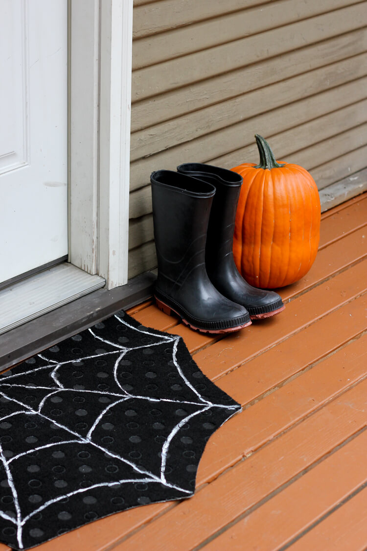 Catch Dirty Shoes with a Spiderweb Welcome Mat