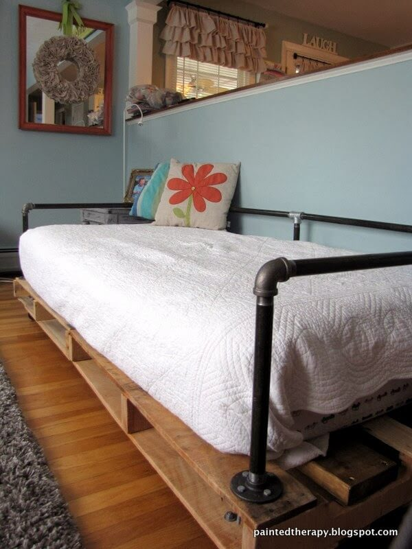 Adorable Minimalist Pallet and Pipe Day Bed