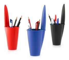 Pojemnik na długopisy Lid (https://www.homebutik.pl/j-me-pojemnik-na-dlugopisy-lid-czarny-plastik-24-4x7-7-cm,k006001,a3822.html)